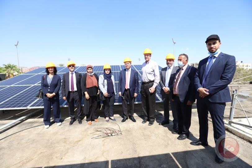 رئيس البنك الدولي يتفقدتقدم العمل ببرنامج الطاقة الشمسية على أسطح المدارس